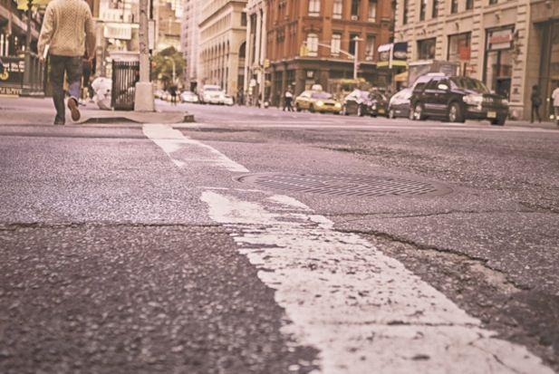 ¿Cruzarías la calle con los ojos vendados?